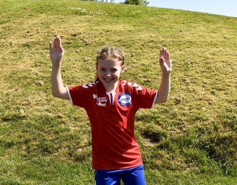 - Jeg vil bli kjempegod i håndball! Jeg vil spille i eliteserien når jeg blir stor, sier Marte Nesse Myren (9).