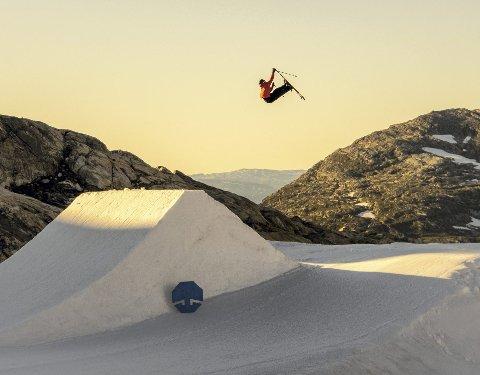 – Jeg har alltid likt å hoppe på trampoline og vært en akrobatisk gutt, sier Mats Bjørdal. Her fra Folgefonna.