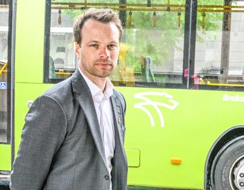 OPPITT: Frp-politiker Jon Engen-Helgheim raser over Brakars uttalelse om at de må planlegge for et kutt på 60 millioner etter at bypakka fallt: – Dette er bare oppspinn, sier han.
