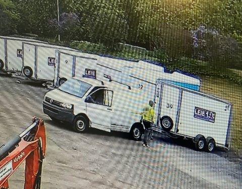 STJÅLET: Her blir hengeren stjålet fra Leie 1 i Lørenskog.