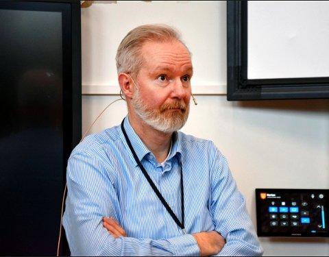 KOMMUNEOVERLEGEN: Niels Kirkhus tror vi må regne med lokale utbrudd i tida framover.
