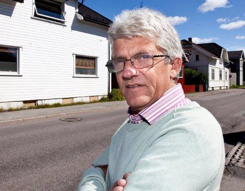 UHELDIG: Arnfinn Fagerli var uheldig å glemte pengene han tok ut i en minibank på Lillestrøm Torv i går. Nå håper han likevel at pengene kan komme til rette.