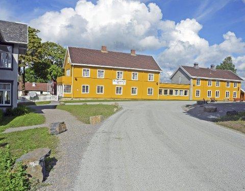 ETTER: Vegen over kirkevangen på Granavollen, etter at Otta-dekket er på plass på den noen få hundre meter lange vegstubben.