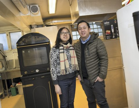 OPPSTART: Ekteparet Terry Lantai og Xiang Mei gleder seg til å vise retter fra det kinesiske og malaysiske kjøkkenet. Foto: Jo E. Brenden