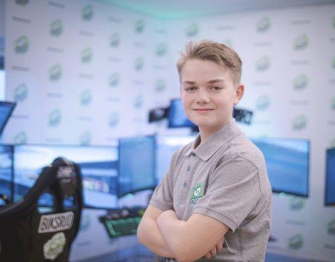 AMBISIØS: 13 år gamle Karl Peder Norstrand skal representere Norge i FIA Cross Car Academy Trophy. Det innebærer at han skal reise rundt i Europa for å konkurrere i crosskart. Hamar-gutten kjører for å vinne hele mesterskapet.