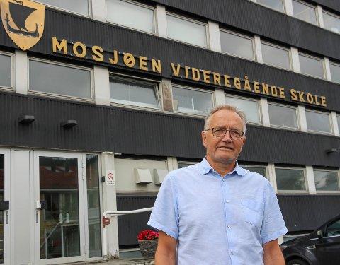 RØDT NIVÅ: Rektor Kurt Henriksen forteller at elever og ansatte skal få mer informasjon i løpet av dagen.