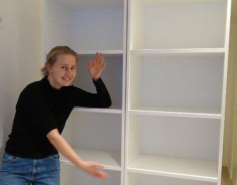 DYR MISFORSTÅELSE: Marte Laundal kommer til å lese annonseteksten nøyere om hun i fremtiden skulle få bruk for ei bokhylle.