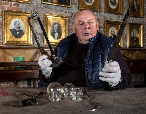 HOLDER FOREDRAG: Per Halvor Sælebakke tar for seg kirurgien før narkosens tid.