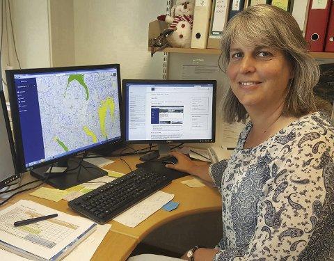 Gjør tiltak: Nina Rukke sier Damtjern slett ikke er ødelagt, og at det i tillegg jobbes aktivt med tiltak for å forbedre vannkvaliteten og forhindre nye utslipp. Foto: Benedikte Håkonsen