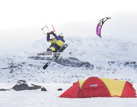 Svalbard Snowkite Expedition: Kari Schibevaag, Tom Magne Jonassen, Cecilie Rydberg, Jørgen Faksvåg og Lars Oven utgjør hun Svalbard Snowkite Expedition. 2. april setter dem kursen for Svalbard med ett mål for øye: Å kite Svalbard på langs, kun ved hjelp av vindkraft.Alle foto: Privat