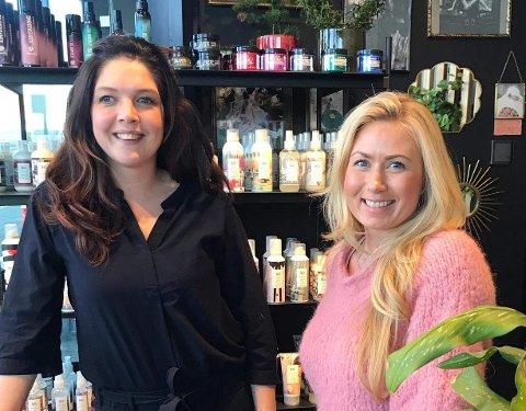 GLEDER SEG: Frisør og eier av Haarverket på Verket i Moss, Veronica Black gleder seg til å se kunder igjen, her sammen med frisør Randi Flesjø.