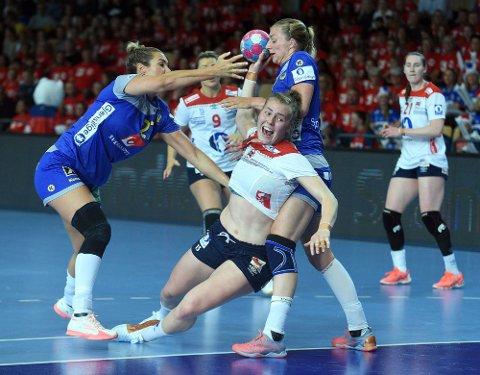 GOD: Sverige klarte ikke å få tak på Vilde Ingstad og hun scoret seks mål på syv forsøk.
