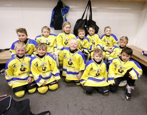 BLIDE: Søndag spilte denne gjengen på Ski Gul i U7, og det var stor stemning i garderoben.ALLE FOTO: STIG PERSSON