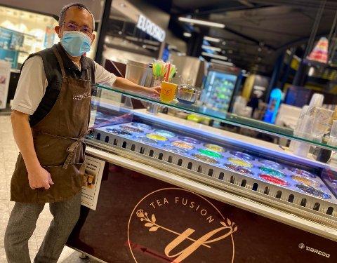 TATT HELT AV: Den nye trenden Bubble tea - eller Boba - har tatt helt av for Thuy Trung Le og Sebastien Bruno på Ski Storsenter.