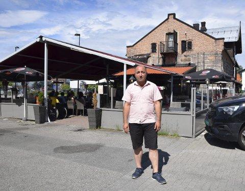 NYTT LIV: – Jeg er veldig takknemlig for muligheten til å starte et nytt liv i Norge, og har fortsatt mange planer for å utvikle Steinbua videre, sier Nedim Atas (49) i Elverum.