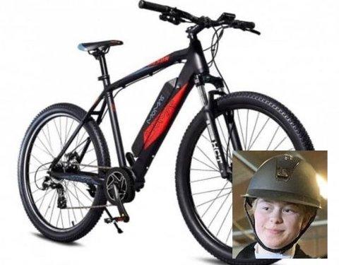 Dina Furuheim (innfelt), som inntil i fjor drev med sprangridning, fikk fraståljet sykkelen sin ved Mosenteret mandag.