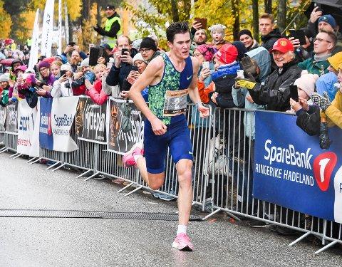 ELITELØP: Arrangøren av Hytteplanmila  har planer om å samle de 200 beste løperne i Hole 17. oktober, med fjorårsvinner og rekordsetter Jakob Ingebrigtsen (bildet) i spissen.