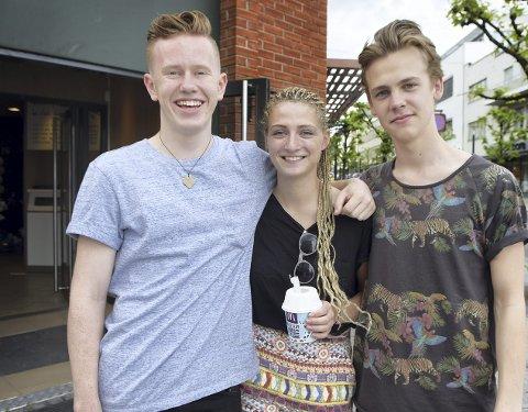 Jonas Djupvik (18, f.v.), Sara Sørensen (18) og Oscar Greger har vidt forskjellig forhold til solkrembruk.