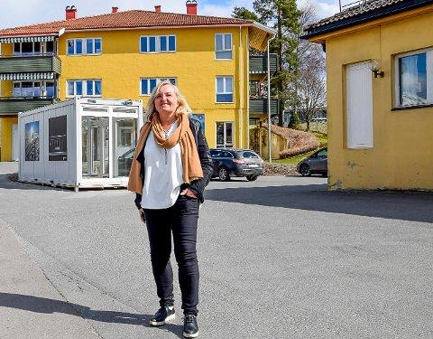 SØKER KOLLEGAER: Rektor på Tomter skole, Hanne Pettersen Nordby, søker nye lærere. Det er det flere skoler som gjør i høst.