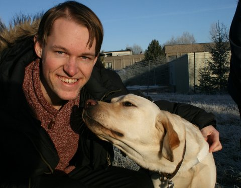 FØRERHUND: Jon Ivar Dypedal ble nektet å ta med førerhunden inn på McDonald´s.