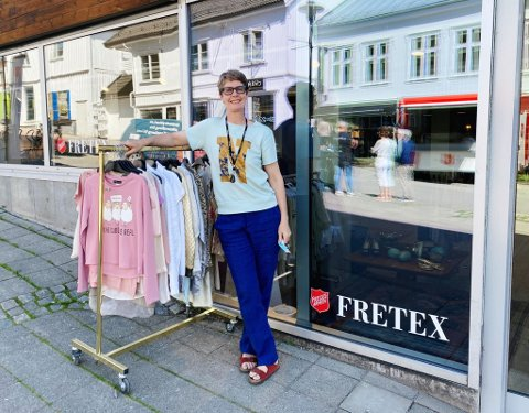 ÅPEN IGJEN: Tirsdag kunne endelig Katarina Grønmyr åpne dørene til den splitter nye Fretex-butikken i Rådhusgata.
