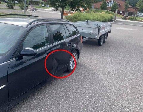BULK: Skaden er godt synlig på bilen.