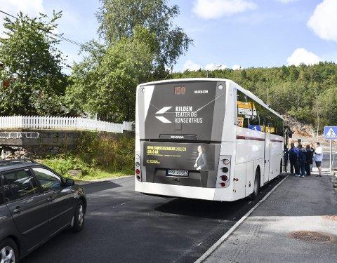 Mye trafikk: Det er mange passasjerer som går av og på enkelte bussruter på Bergsmyr. Samtidig er det mye biltrafikk på stedet. Arkivfoto