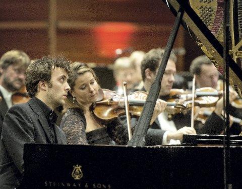 Joachim Carr fra Fana vant Edvard Grieg Internasjonale Pianokonkurranse i 2014. I år skal hans foreldre på Hop være vertsfamilie for en av deltakerne i konkurransen.