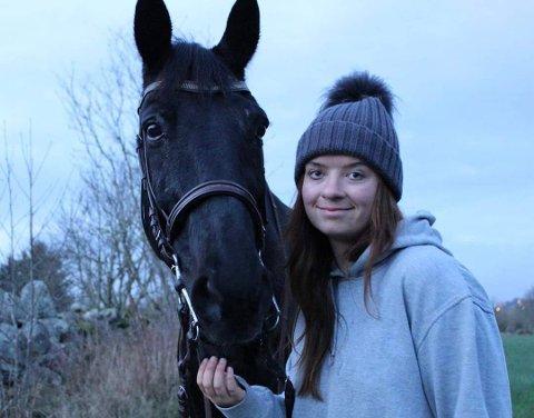 Gled ei hverandre: Hesten Officer og Anne Christine har gjort hverandres liv lysere.