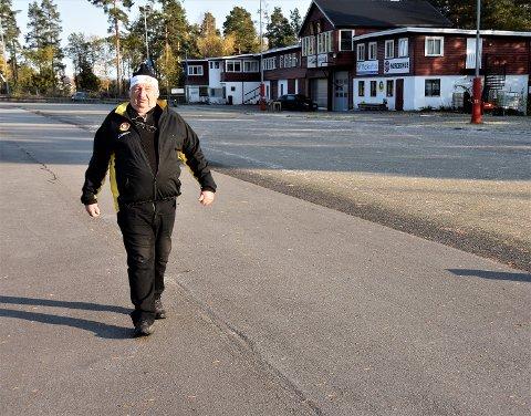 GÅR MOT NY VINTER: I vinterhalvåret er Arne Borgersen på Furumo fra kl. 06.00 til han er hjemme igjen klokken 21.00. Om sommeren er «arbeidstiden» fra 06 til 16-17.