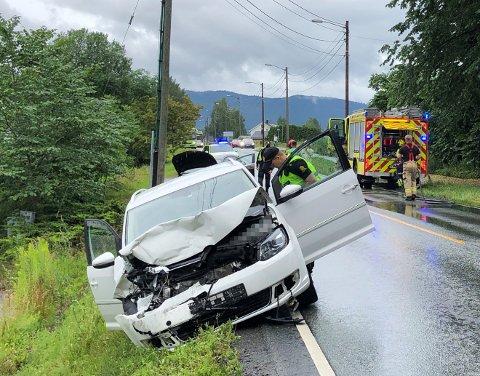 ULYKKE: To biler var involvert i et trafikkuhellet på Ringeriksveien i Lier lørdag i 18-tiden.