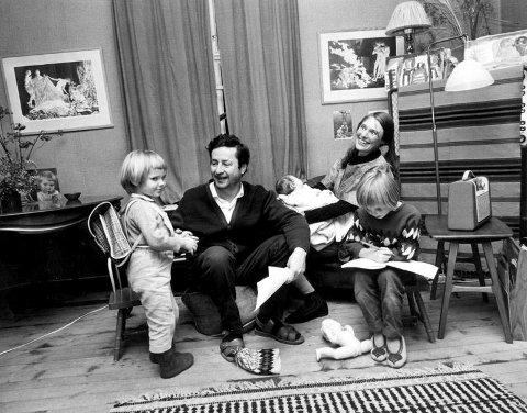 FAMILIEN SAMLET: Det har blitt vinteren 1967 og det er like før familien flytter ut av det trekkfulle huset i Ekebergdalen.