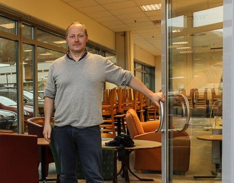 SLUTT: Roar Henden gir opp kafedrifta i Sandane senter, men nye aktørar vurderer å starte ny drift.