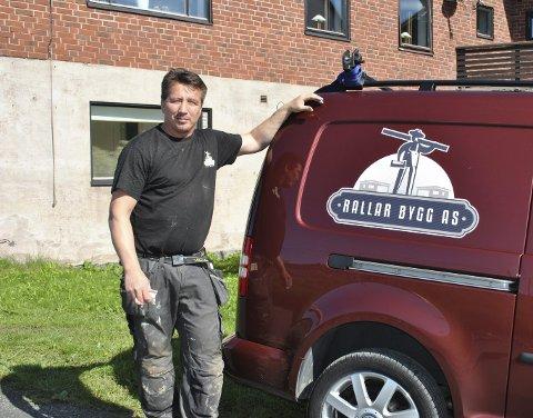 MANGLER FAGKYNDIGE: Fred Arne Sælnes i Rallar Bygg har mer enn nok jobb i sitt nye firma. Men han slulle gjerne hatt flere fagfolk med på laget.