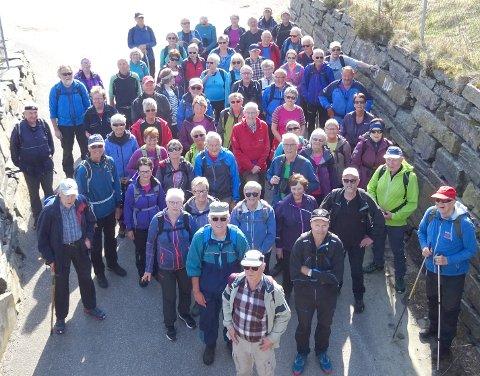 Hele 64 personer deltok på rundturen.
