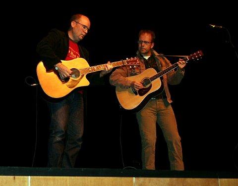 """""""I STUA"""": Williams er lite og intimt, noe Lønhøiden liker. Her er han med Arnfinn Tørrisen under en konsert der i 2005."""