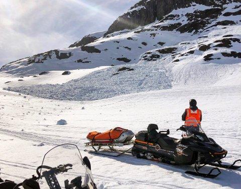 Faren for at tunge snøskavler løsner og utløser skred øker, ifølge Røde Kors. Nå råder de turgåere til å bruke øynene og holde seg i god avstand til slike skavler.