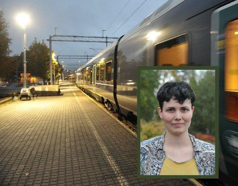 OVERRASKET: Aurora Svingen og samboeren reagerte på at bussen som erstattet toget til Gjøvik, ble trang.
