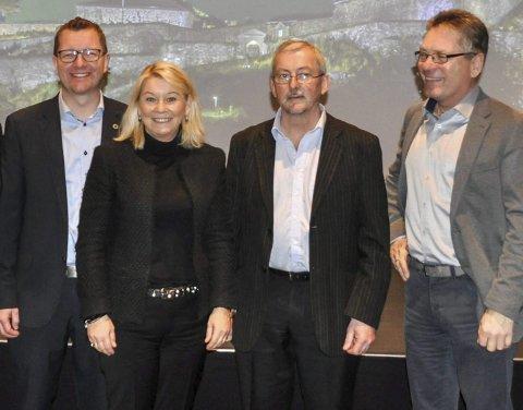 Nyttig, men kort: Næringsminister Monica Mæland syntes besøket hos (fra venstre) Ole Gabrielsen og Dieter Hirdes ved NCE Smart  var veldig nyttig, men litt for kort. Til høyre ordfører Thor Edquist.