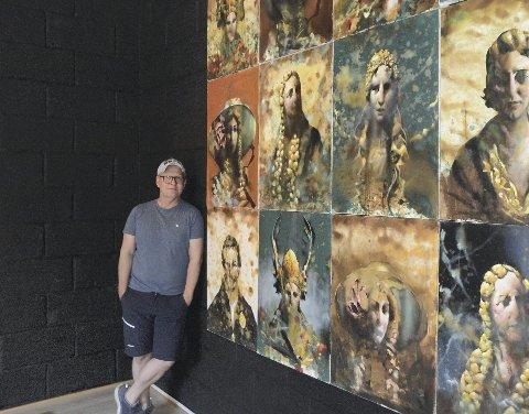 STOR UTSTILLING : Geir Bie i Kirstin Flagstads Venner har hovedansvaret for å sy sammen innholdet i Flagstaddagene og han er veldig fornøyd med å ha fått Håkon Gullvaag som årets Flagstad-kunstner. Han stiller ut 18 portretter av Flagstad på museet.