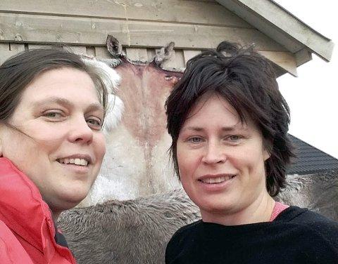 BLE VENNER: Elin I. Holand (t.v.) og Monica Balto Anti har begge fått vellykket MS-behandling i Moskva i henholdsvis 2015 og 2016. Elin hjalp Monica med søkeprosessen, noe som utviklet seg til vennskap. Bildet er tatt i 2017.Alle foto: Privat