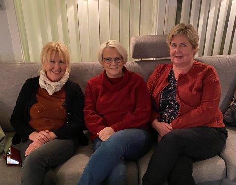 FORNØYDE: Alice Hagerupsen, Tone Wirkola Johansen og  Line Uglebakken Lien trodde først det var skjult kamera da en fremmed mann tilbød seg å betale regninga