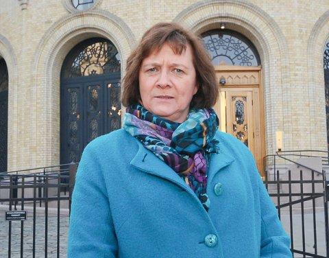 GRUSOM DAG: Kristina Hansen foran Stortinget som har bedt om ilandføring, men hvor regjeringen råder dem til det mptsatte.