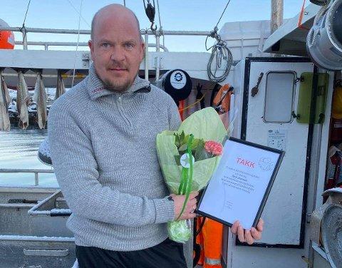 FIKK OPPMERKSOMHET: Daniel Johannesen fikk en oppmerksomhet fra Skarsvåg bygdelag etter at han reddet to av bygdas fiskere opp fra sjøen.