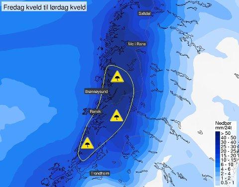 REGNET ØSER NED: Det ventes store nedbørsmengder i Namdalen de neste dagene. Ifølge yr.no får Indre Namdal mest regn.