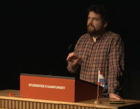 Øyvind Bentås, tidligere leder av Samfundet, var kritisk til den korte tiden medlemmene har fått på å ta stilling til Reitan-samarbeidet.