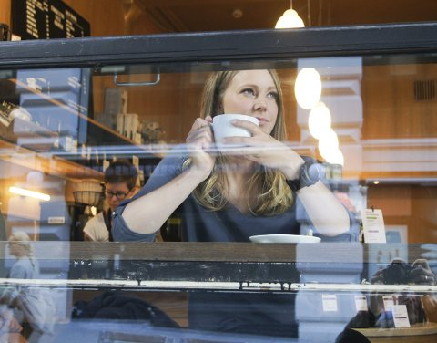 TRYGT OG GODT: Kari Dybsjord Røstad setter pris på kaffekos, men hun er klar på at hun allerede lengter etter en ny fjelltur, bare uker etter bestigningen av K3.