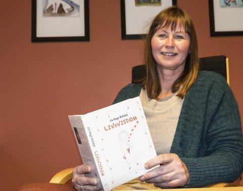 Noe helt nytt: Liv Hege Refsdal har skrevet barnebøker, noveller, lydbok og musikal. Nå kommer hun med et knippe tegninger og gode hverdagsord.                                       foto: per Albrigtsen