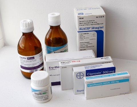 Antibiotika, i tabletter og flytende.
