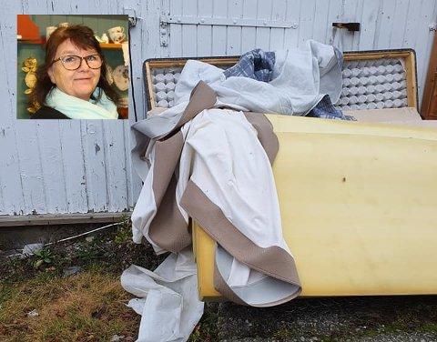 Søppel: Gro Lindahl i Gjenbruket i Degernes reagerer på at noen har dumpet ødelagte ting utenfor butikken.